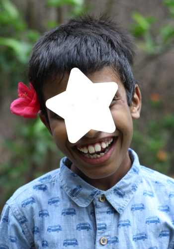PD: *Keaton wears a blue button-down shirt with buses all over it! He has a brilliant smile & a star covers his eyes to protect his identity. He also wears a pink flower tucked behind his ear.